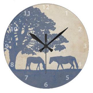青く、アイボリーのヴィンテージの馬の農場の結婚式 ラージ壁時計