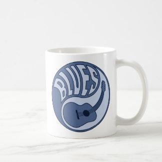 青のギターのインのマグ コーヒーマグカップ