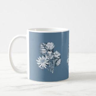 青のモノクロ花 コーヒーマグカップ