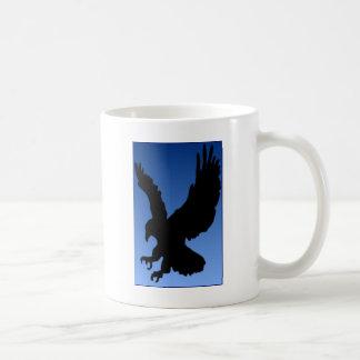 青の狩りのワシ コーヒーマグカップ