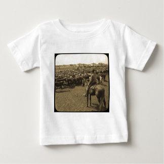 青の空の下のテキサス州の平野 ベビーTシャツ