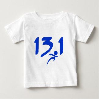 青の13.1の半マラソン ベビーTシャツ