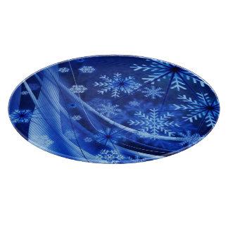 青のChristmastimeの風がそよぐ雪片 カッティングボード