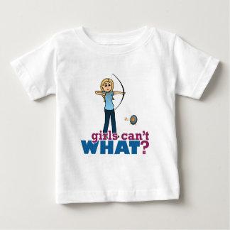 青ブロンドの女性のアーチェリーの女の子 ベビーTシャツ