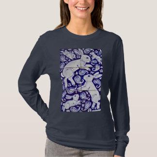 青及び白人のペイズリーのバニーウサギの女性のTシャツ Tシャツ