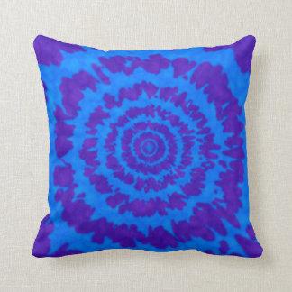 青及び紫色の絞り染めのプリントの枕 クッション