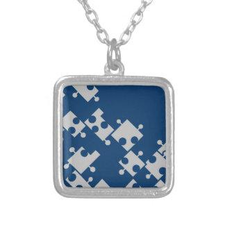 青及び銀のパズルのネックレス-シダのサバンナによる… シルバープレートネックレス