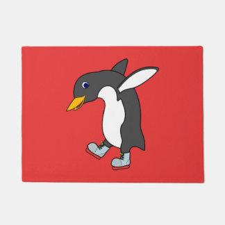 青及び銀を持つクリスマスのペンギンはアイススケートします ドアマット