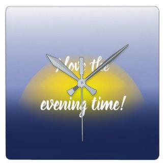 青及び黄色の水プリントの日没 スクエア壁時計