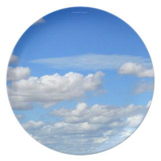 青空および白の雲のディナー用大皿1 ディナープレート
