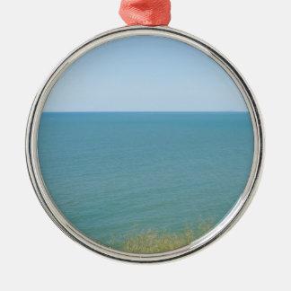 青空および青い海の平和な海の写真撮影 メタルオーナメント