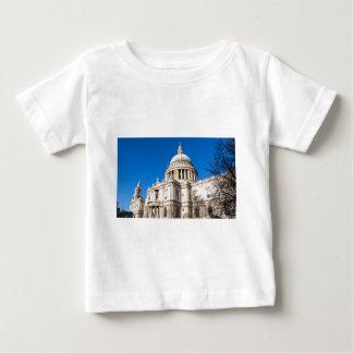 青空が付いているセントポールのカテドラルロンドン ベビーTシャツ