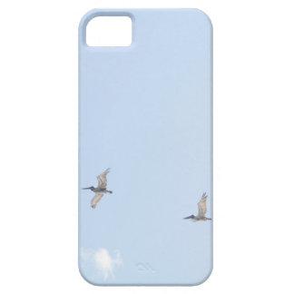 青空で飛んでいるペリカン iPhone SE/5/5s ケース