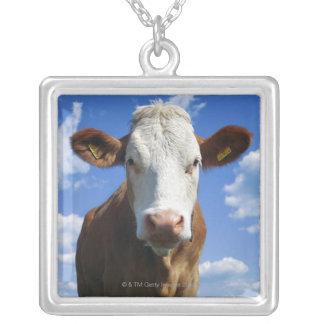 青空に対するバイエルン牛 シルバープレートネックレス