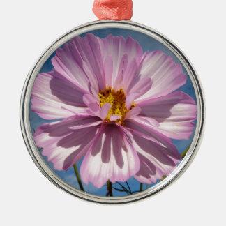 青空に対するピンクの宇宙の花 メタルオーナメント