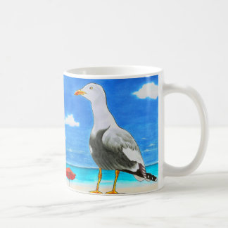 青空のマグの下の明るいビーチのカモメ コーヒーマグカップ