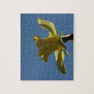 青空の写真のパズルに対する黄色いラッパスイセン ジグソーパズル