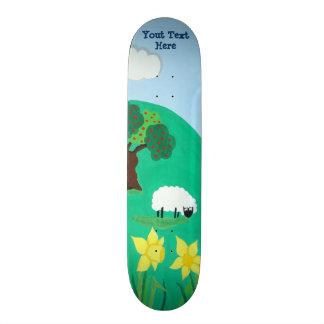 青空の景色のイラストレーションを牧草を食べているおもしろいなヒツジ カスタムスケートボード