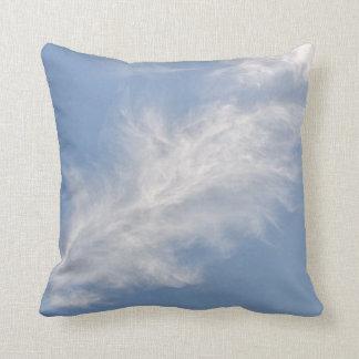 青空の白く軽い雲 クッション