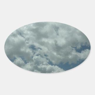 青空の白く、柔らかい雲 楕円形シール