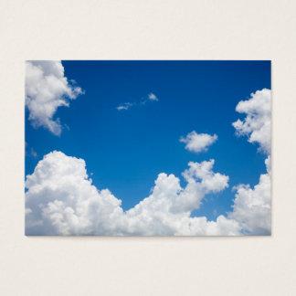 青空の白は天空の空の背景を曇らせます 名刺