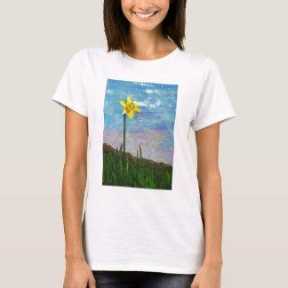 青空を持つラッパスイセン Tシャツ