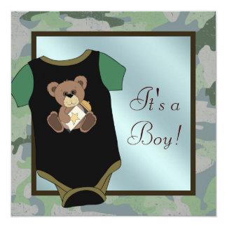青緑のカムフラージュの男の赤ちゃんのシャワーの招待状 カード