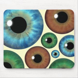 青緑のブラウンのアイリスはカスタムなマウスパッドをじろじろ見ます マウスパッド