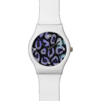青緑の白熱[赤熱]光を放つなチータ 腕時計