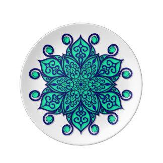 青緑色の曼荼羅が付いているプレート 磁器プレート