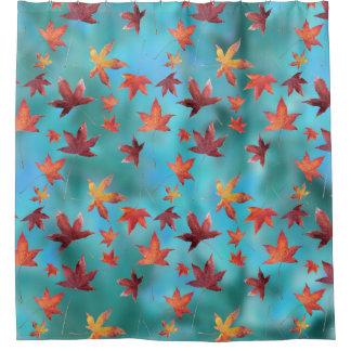 青緑色上の死んだ葉 シャワーカーテン