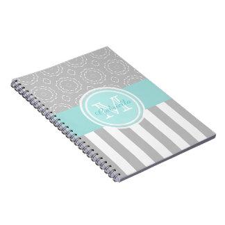 青緑色、灰色及び白くストライプのなまたはモチーフのモノグラムのノート ノートブック