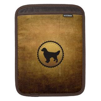 青銅のゴールデン・リトリーバー犬の円形浮彫り iPadスリーブ