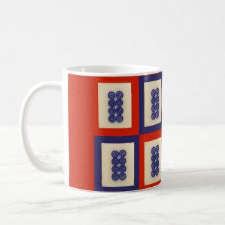 青8の車輪のMahjongの名前入りで幸運なタイル コーヒーマグカップ