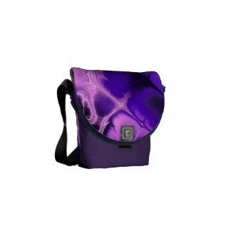 青、紫色およびピンクのカラフルなフラクタルの芸術 クーリエバッグ