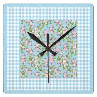 青、青および白いギンガムのAppleのピンクの花 スクエア壁時計