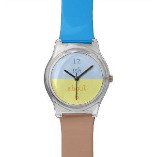 青、黄色およびブラウンの腕時計を近づけて下さい 腕時計