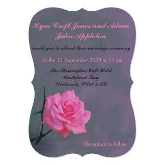 静かにピンクのバラの名前入りな結婚式招待状 カード