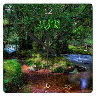 静かに川- Dartmoorの国立公園--は流れます スクエア壁時計