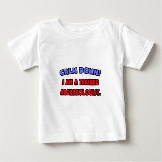 静めて下さい。 私は訓練された考古学者です ベビーTシャツ