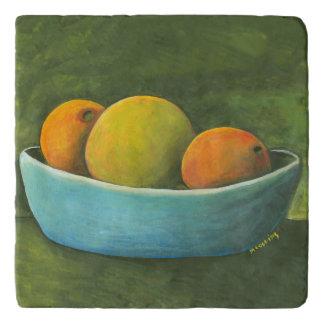 静物画のデザート用深皿のオレンジのグレープフルーツ トリベット