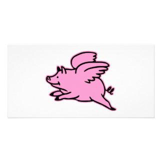 非常にかわいく飛んでいるなピンクのブタ カード