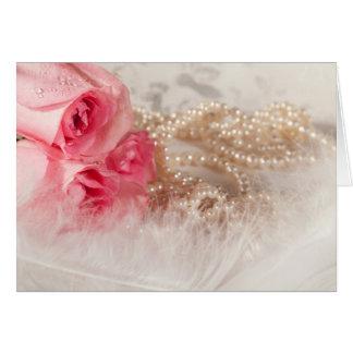 非常にかわいらしいカリフォルニアの羽が付いているバラそして真珠 グリーティングカード