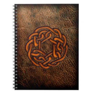 革のオレンジケルト結び目模様 ノートブック