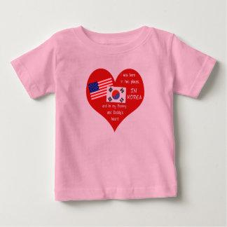 韓国の採用私は2つの場所で生まれました ベビーTシャツ