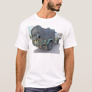 韓国の軍のジープ Tシャツ