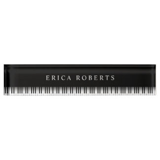 音楽の先生のエレガントなピアノは暗闇を調整します デスクネームプレート