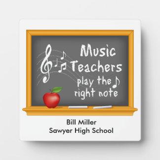 音楽の先生は右のノートを遊びます フォトプラーク