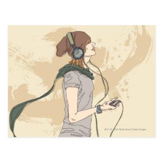 音楽を聞いている若い女性 ポストカード