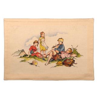 音楽旧式な水彩画の女の子を演じている子供 ランチョンマット